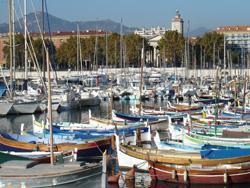 Boote im Hafen von Nizza an der Côte d'Azur, Frankreich