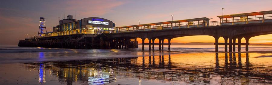 Der Pier von Bournemouth bei Nacht