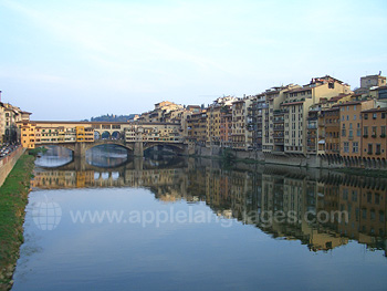 Ponte Vecchio und der Fluss Arno in Florenz