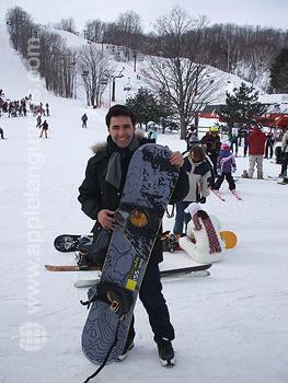 Schüler beim Snowboarden