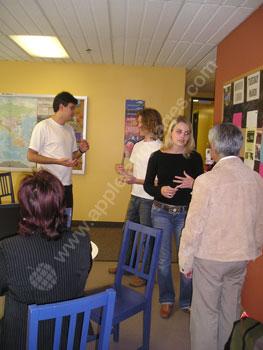 Französisch üben in der Schulcafeteria