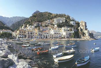 Salerno liegt an der wunderschönen Amalfi-Küste