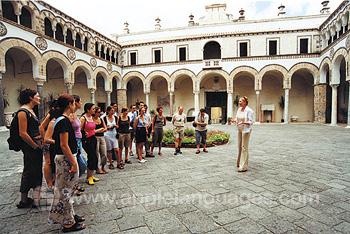 Schüler auf einer Tour durch Salerno