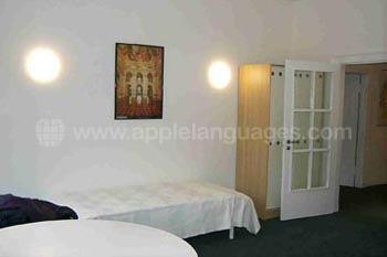 Geräumiges Zimmer im Wohnheim