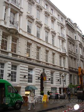 Das Schul- und Wohnheimsgebäude