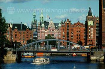 Hamburg hat einen sehr geschäftigen Hafen!
