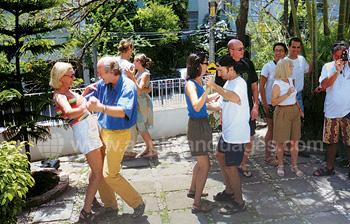 Samba tanzen auf der Schulterrasse