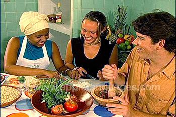 Schüler lernen einheimische Gerichte