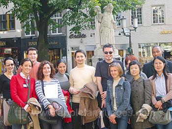 Schüler auf einer geführten Tour durch Münster