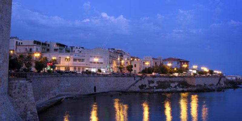 Alghero bei Nacht