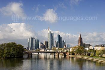 Frankfurt vom Fluss aus