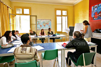 Helle, luftige Klassenräume