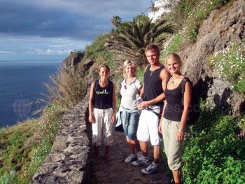 Schüler erkunden die Insel