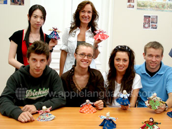 Unterricht in russischem Kunsthandwerk an unserer Schule