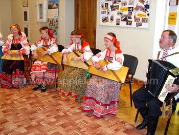 Vorführung traditionell russischer Folklore