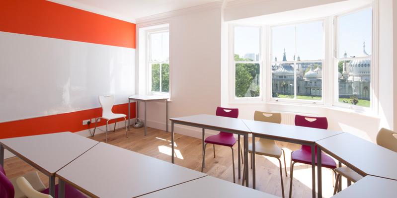Große, helle Klassenräume