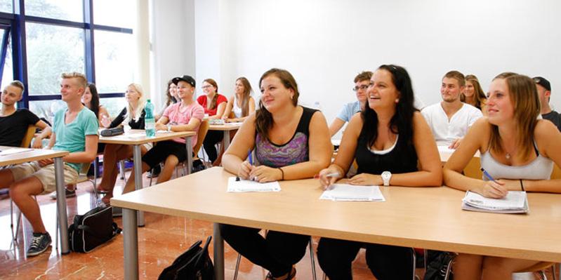 Große, helle Klassenzimmer