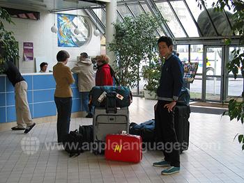 Ankunft der Schüler am Wohnheim