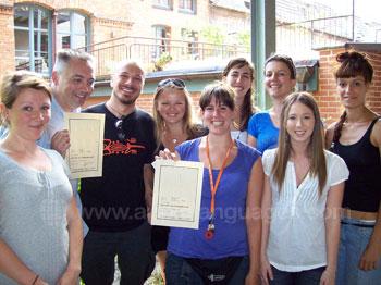 Schüler erhalten ihre Zertifikate