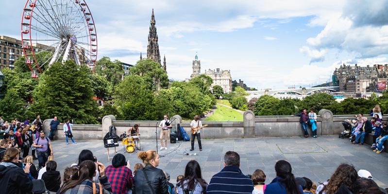 Die Atmosphäre in Edinburgh aufsaugen