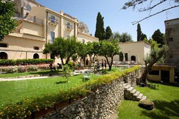 Die Schule und ihre wunderschönen Gärten