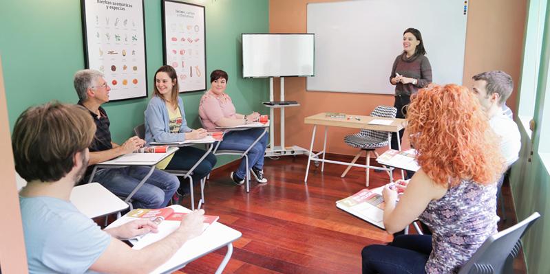 Schüler/-innen lernen Spanisch