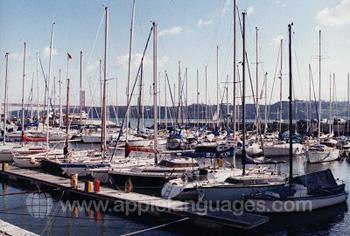 Der Yachthafen in Lissabon