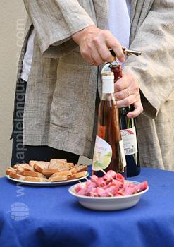 Öffnen des Weins