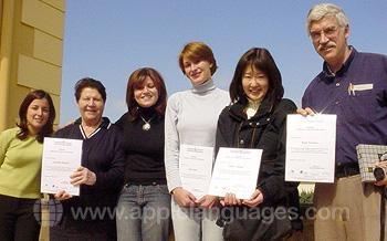 Schüler mit ihren Zertifikaten