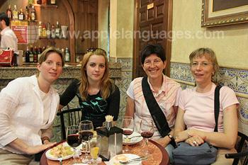 Schüler entspannen in Salamanca
