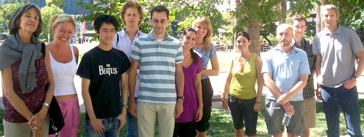 Sprachschüler genießen die Sonne in Athen