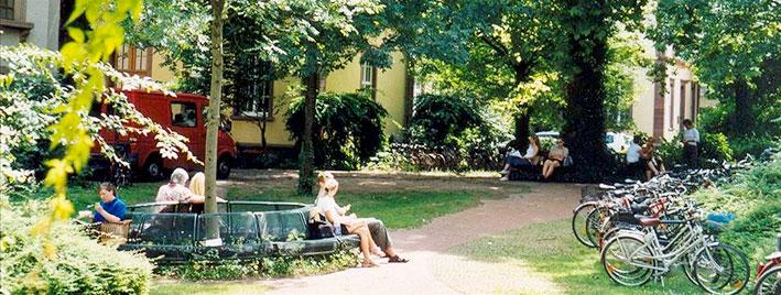 Park in Augsburg mit Fahrrädern
