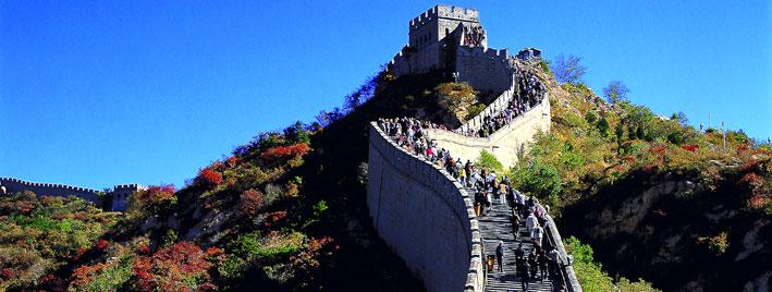 Leute ersteigen die Chinesische Mauer
