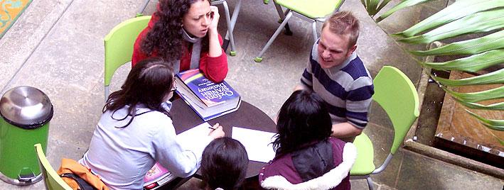 Spanischunterricht im Freien in Bogota