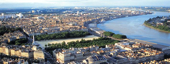 Blick auf die Stadt und den Fluss Garonne, Bordeaux