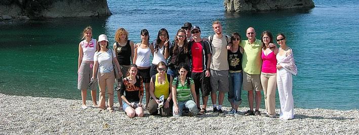 Schüler an einem Strand in der Nähe von Bournemouth