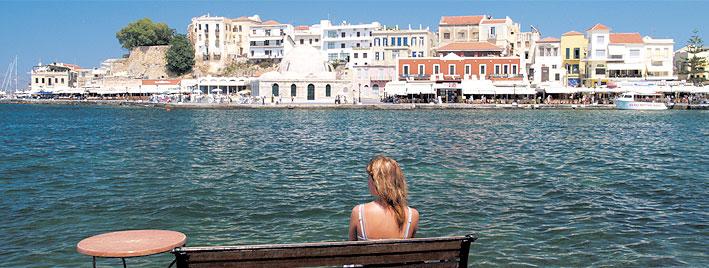 Meer, Gebäude und Sonne auf Kreta