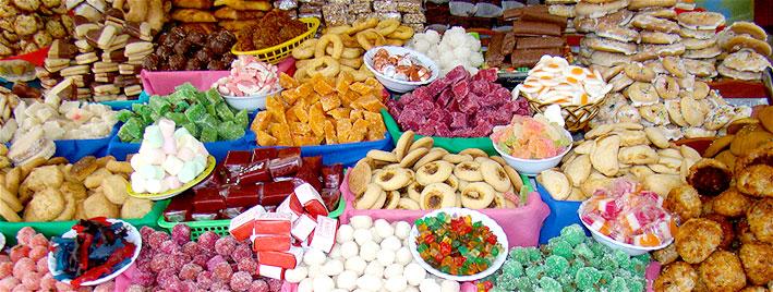 Bunte Leckereien auf dem Markt in Cuenca