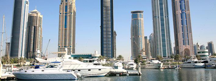 Gebäude und Yachten in Dubai