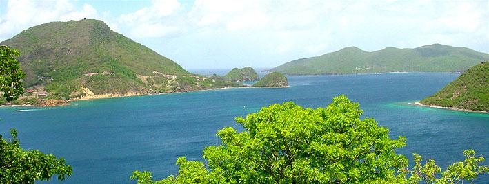 Blick auf eine Bucht in Guadeloupe