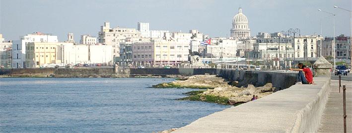 Küste und Skyline Havannas