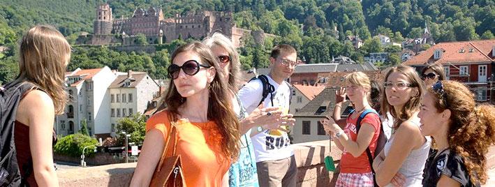 Blick auf das Schloss von der Alten Brücke aus in Heidelberg