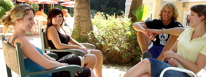 Entspannen auf dem Schulgelände, Malaga