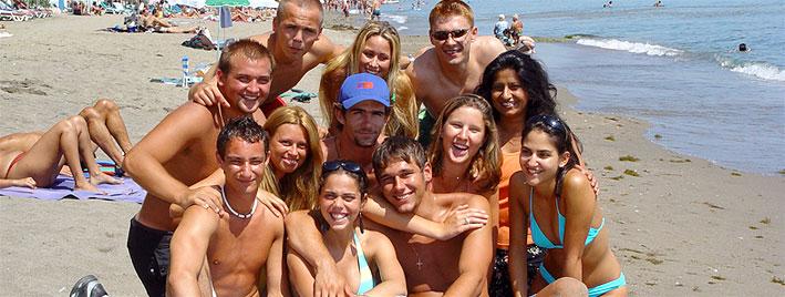 Schüler am Strand in Marbella