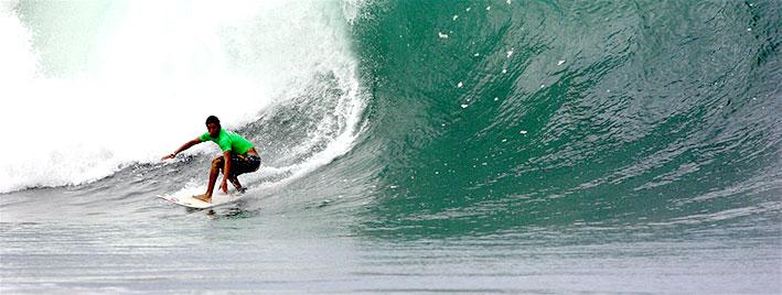 Surfen in Montanita, Ecuador