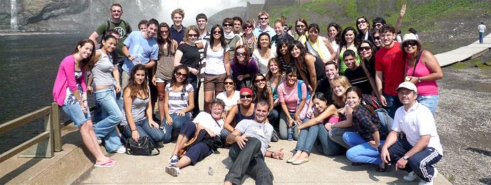 Sprachschüler vor den Montmorency Falls