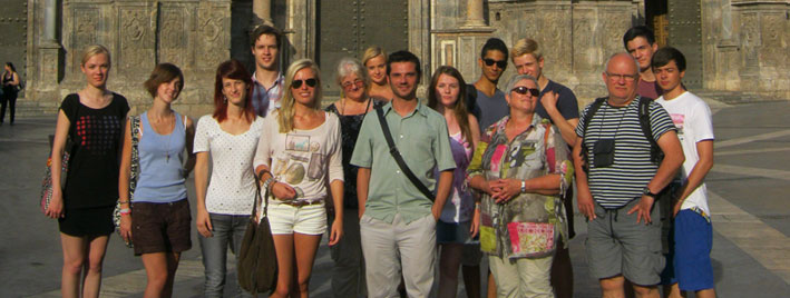 Sprachschüler vor der Kathedrale von Murcia