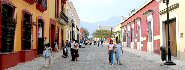 Hauptstraße in Oaxaca Stadt, Mexiko