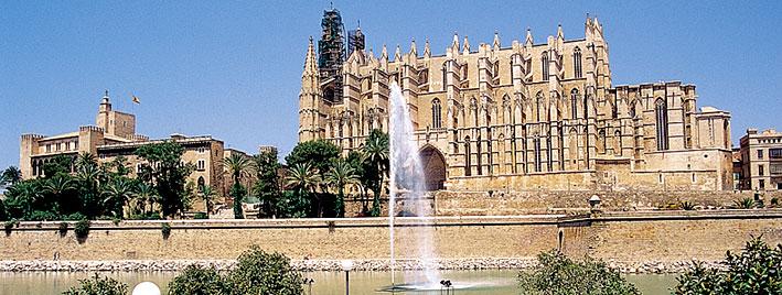 Brunnen vor der Kathedrale von Palma