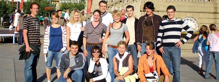 Spanischgruppe beim Erkunden von Pamplona